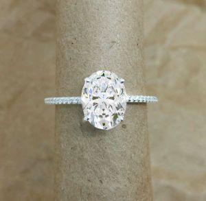 Solitaire Diamond Engagement Rings - Classic cut diamond