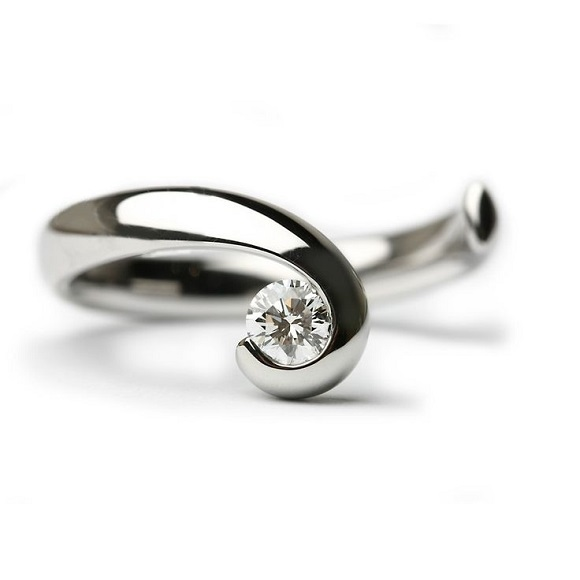 rare-and-unusual-engagement-rings-platinum-solitaire-wave
