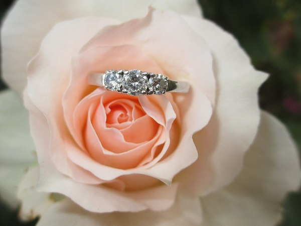 romantic-engagement-ring-symbols