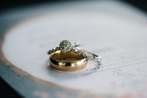 How to Choose an Anniversary Ring